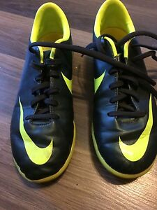 Boys size 1 indoor soccer shoes