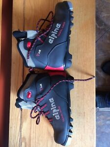 Alpina size 34 kids cross country ski boots.