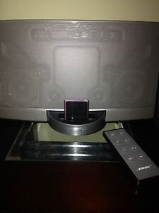 Bose speaker, remote and pin accessory to play iPhone/iPad