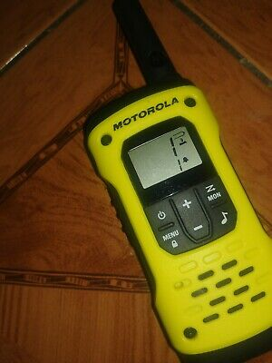 MOTOROLA TLKR T92 H20 Walkie Talkie - Single used excellent condition