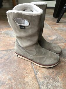 Girls Size 4 Winter Bogs