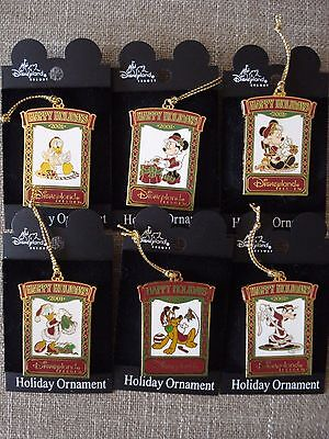 LOT of 6 !!! 2001 Happy Holidays Disney Fab 6 PINS !!