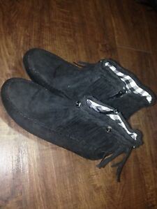 Moccasin boots $20