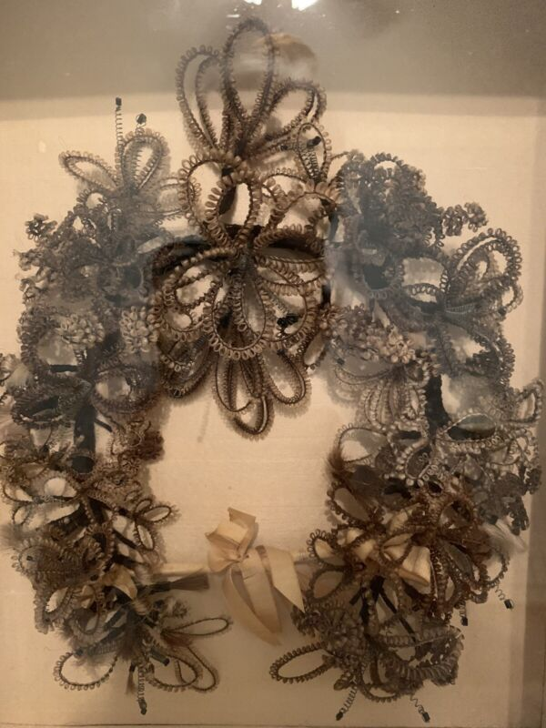 EXQUISITE ANTIQUE VICTORIAN MOURNING HAIR ART WREATH in SHADOW BOX