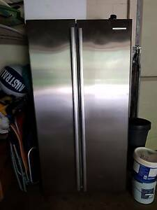 2 door stainless steal fridge 606l wse6100sa