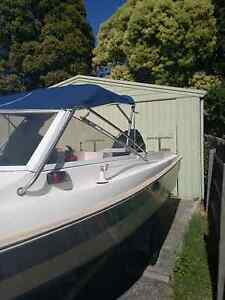 Sun shade suitable from 1.7 till 1.9( width of the boat) Forest Hill Whitehorse Area Preview