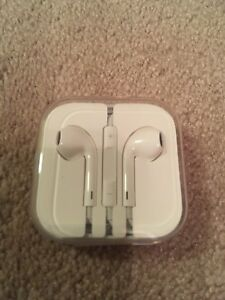 APPLE EARPHONES, CORD and CHARGER DOCK