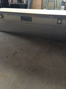 Aluminum pick up tool box