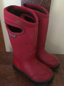 Bogs size 11 red - excellent condition