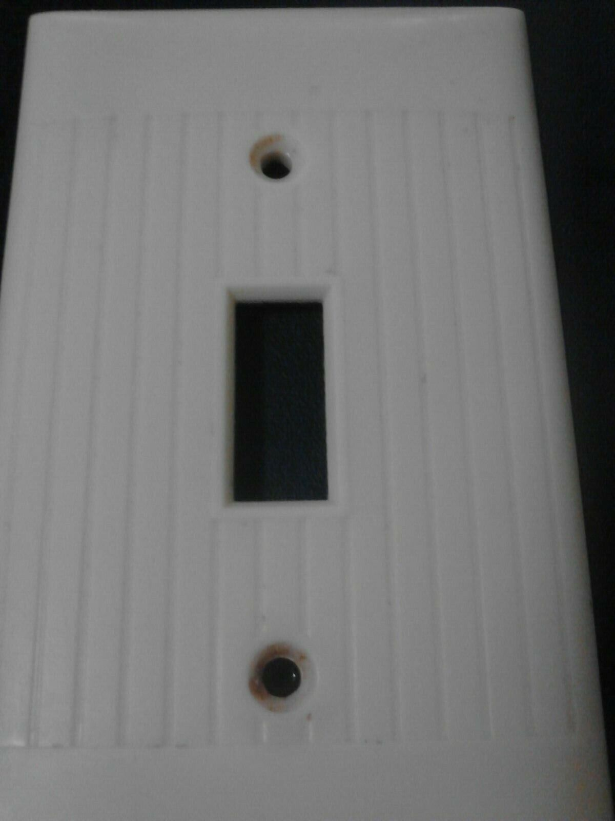 Single LIGHT SWITCH TOGGLE Wall Cover Plate IVORY RIBBED SIERRA ELECTRIC USED - $0.99
