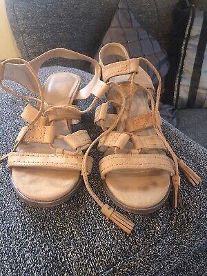 beige sandals size 7
