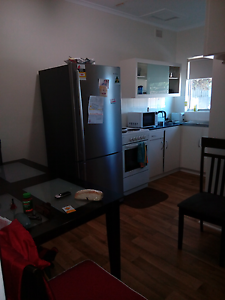 F/f room for rent Pennington Charles Sturt Area Preview