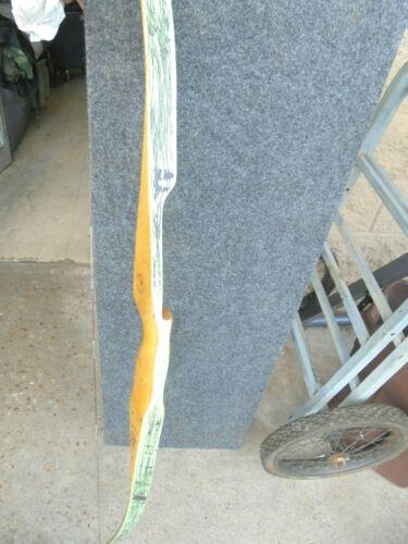VINTAGE BEAR BEARCAT GLASS POWDERED RECURVE BOW   (KM24519 / AMO-60  / 20 X #)