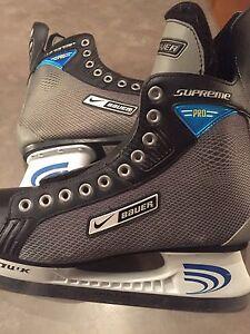 BAUER SUPREME PRO ICE SKATES**NEW CONDITION!!