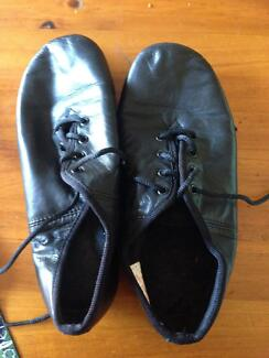 Jazz / dance shoes 6.5 ( SANSHA) nearly new