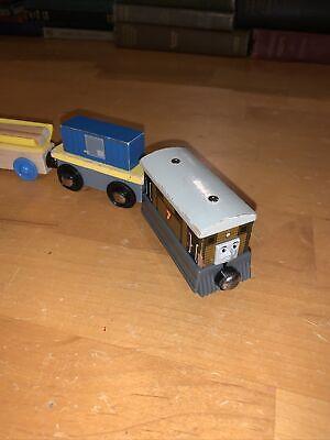 GREAT COND! Thomas The Train Wooden Railway TOBY Gullane 2003 + 2 Bonus Cars