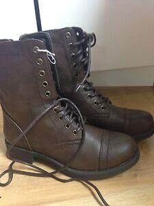 Ladies brown boot size 7.5