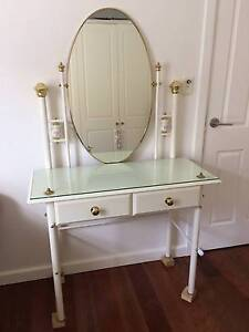 Dressing table perfect for little girls / young teenagers room Pagewood Botany Bay Area Preview