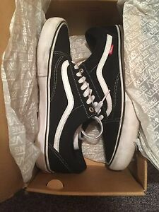 4 pairs of Vans Shoes! Good condition!