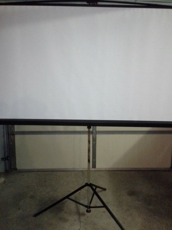 Bretford Series 375 3770MKE - Projection screen with tripod - 70""