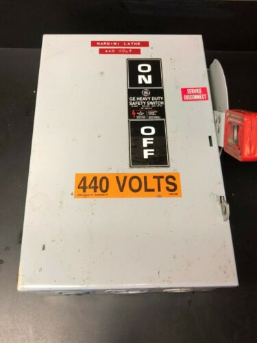 GE Heavy Duty Safety Switch 266212-C  30 Amp 440 Vac