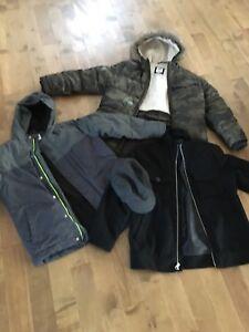 Trois manteau pour garçon de huit ans