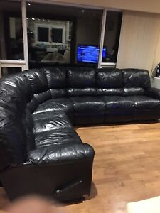 Beautiful black natuzzi leather sectional (free delivery)
