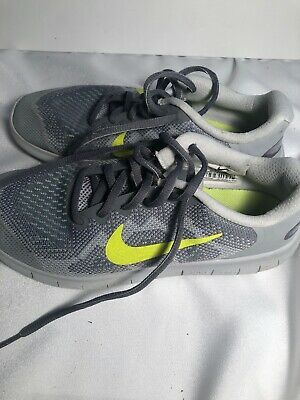 Nike 5y Boys Silver Running Shoes
