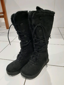 Size 7 ladies ugg boots