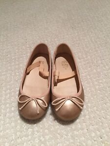 Girl shoes - size 6T