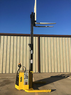2008 Yale Walkie Stacker - Walk Behind Forklift - Straddle Lift Only 1023 Hours