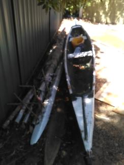 Outrigger sailing canoe