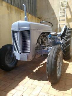 Massey Ferguson TEA20 grey fergie tractor + 4' slasher  +  4' hoe