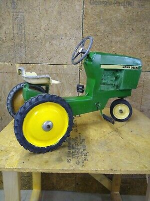 Vintage John Deere ERTL model 520 Ride On Tractor Pedal Toy Metal Childs Kid