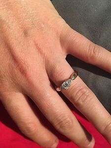 14karrot gold ring with three large diamonds. Make an offer