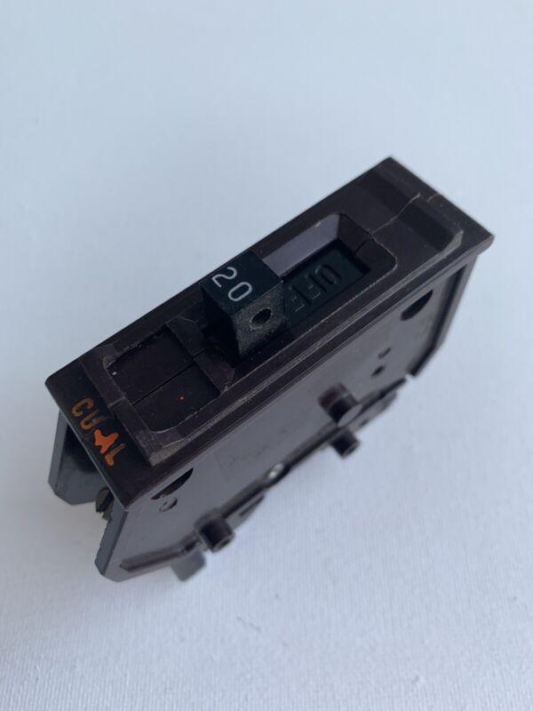WADSWORTH 20 AMP SINGLE POLE /1 POLE CIRCUIT BREAKER METAL FEET TYPE A 120V A120