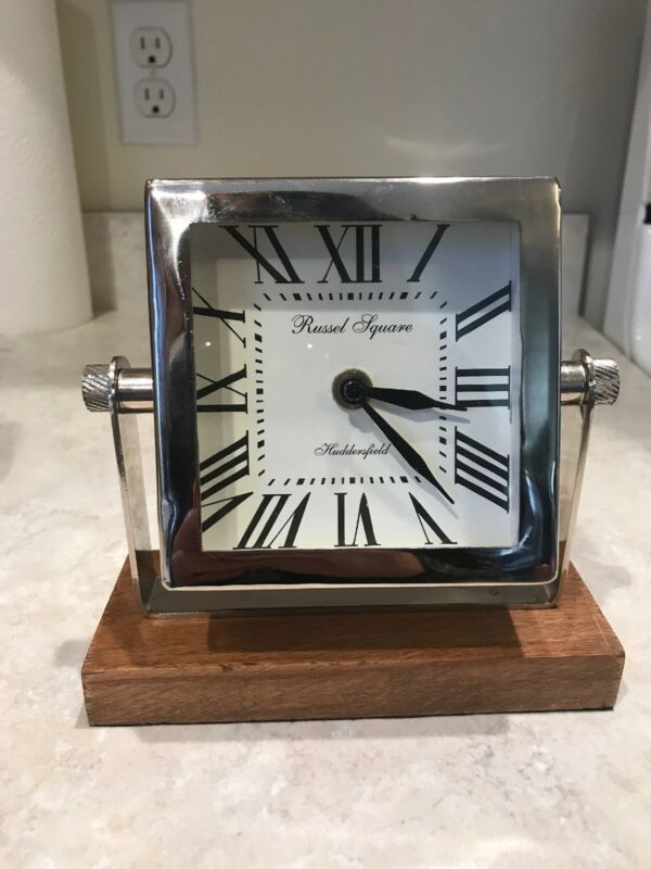 HUDDERSFIELD RUSSEL SQUARE BATTERY OPERATED DESK CLOCK