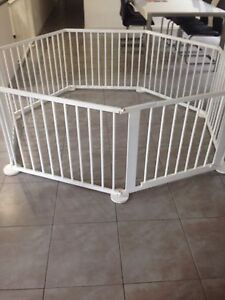 Baby play pen - white wooden Seaton Charles Sturt Area Preview