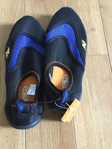 Boy's water shoes, size 13/1