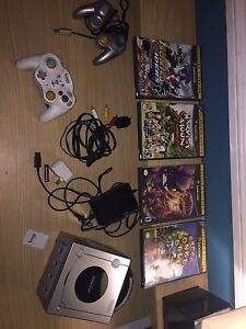 Game cube including four games and two controllers