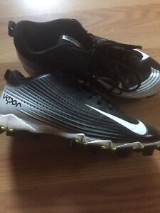 Football cleats. Nearly new!!!  NIKE. fit size 9-9.5