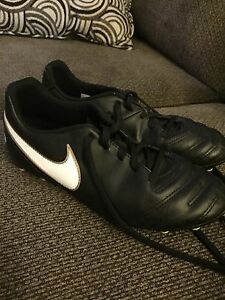 Size 6 Youth Nike Soccer Cleats