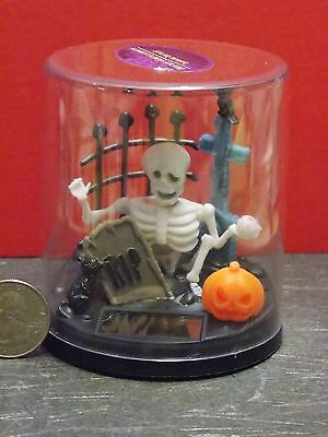 Miniature Halloween Skeleton Novelty Cemetery Scene Solar Powered - Cemetery Scene Halloween