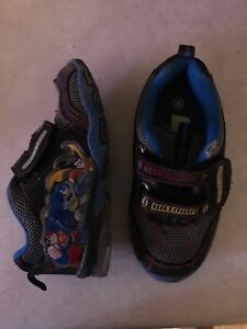 Toddler DC shoes. Size 8