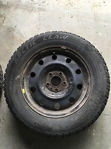 Pneus d'hiver sur roue 16 pouces 215/65 R16