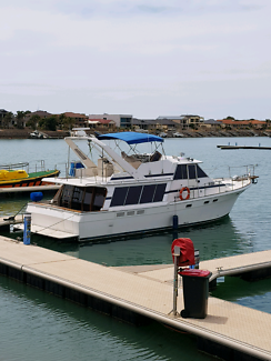 Bayliner 45 ft cabin cruiser