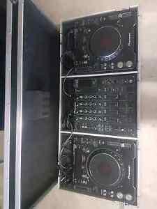 Pioneer dj setup cdj 1000s mk3 djm 800 mixer with coffin case Carrara Gold Coast City Preview