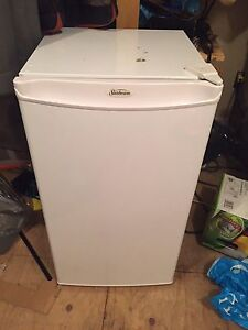 Sunbeam mini fridge 4.3 cubic with freezer