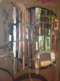 50+ VINTAGE MODEL TRAINS,CARRIAGES,LIMA,HORNBY,ETC $500 THE LOT