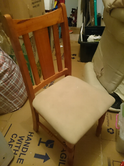 6 x CHAIRS IN VERY GOOD CONDITION